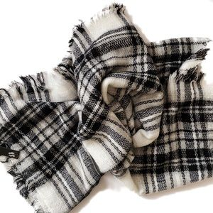 Live & ique Plaid Blanket Scarf